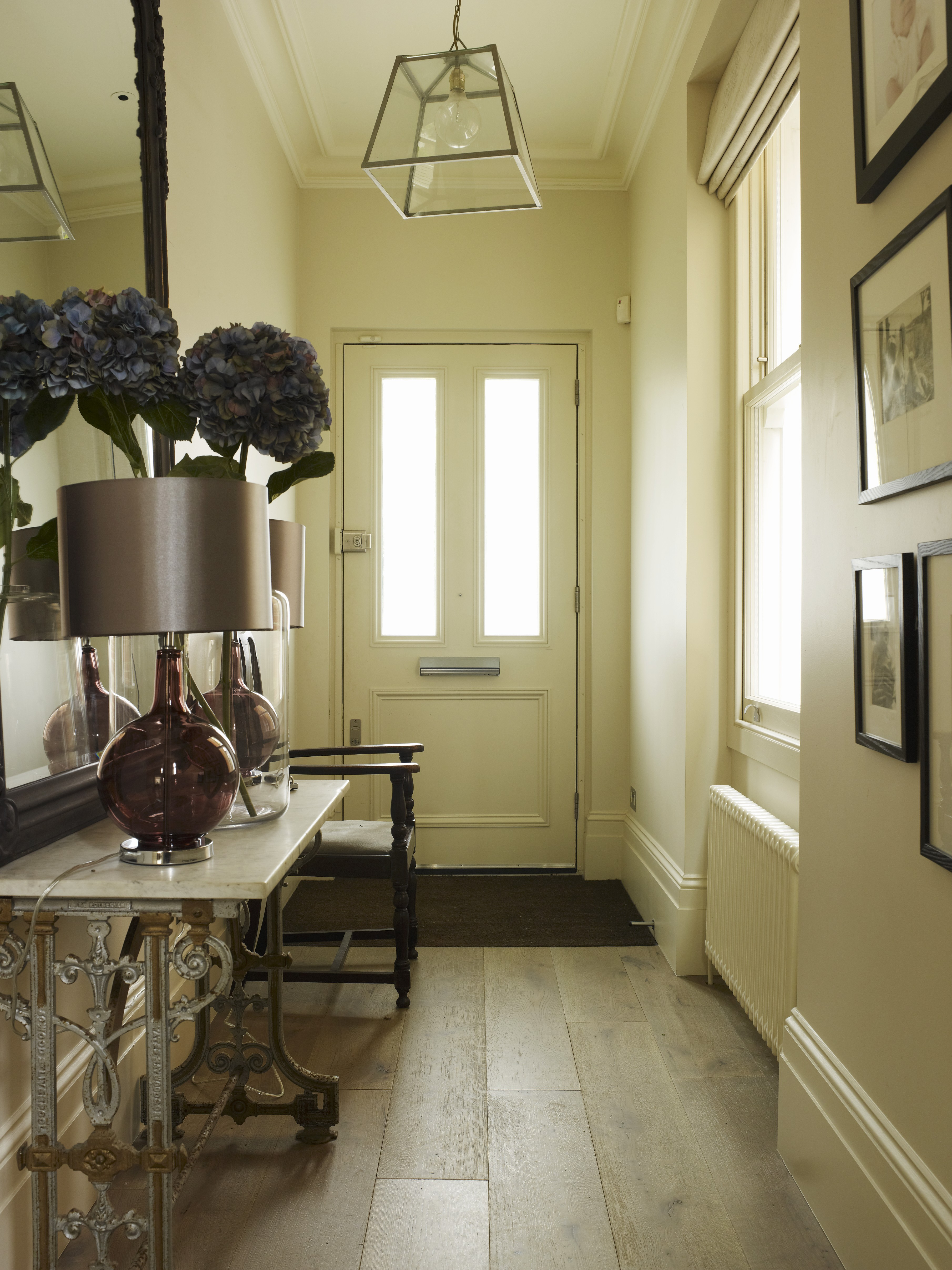 ratgeber wohnen wie der flur einladend gestaltet wird warnholz immobilien gmbh firmenblog. Black Bedroom Furniture Sets. Home Design Ideas